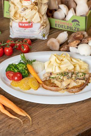 Kalbsschnitzel an Rahmsauce